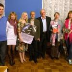 Foto uz atmiņu - grāmatas autori kopā ar organizatoriem un viesiem.