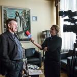 Igora Vasiļjeva māceklis Aigars Zemītis sniedz interviju telekanālam TV5.
