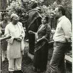 Представители посольства Индии во дворе мастерской