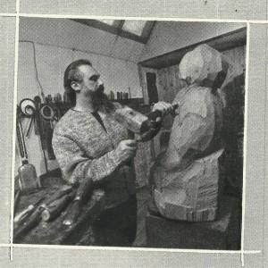 Игорь Васильев в мастерской.